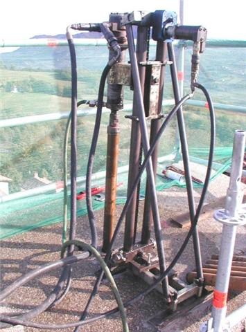 Perforazione verticale per inserimento tiranti lunghi mt.30