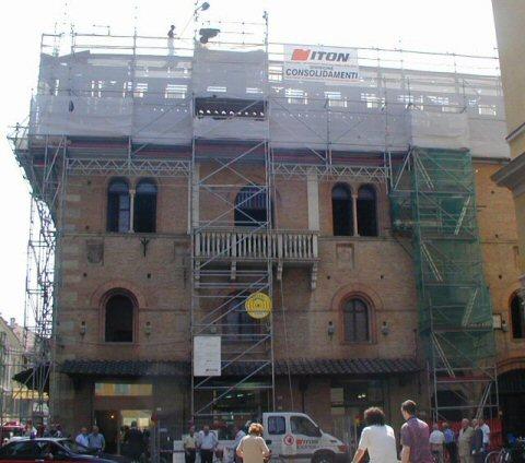 Rifacimento copertura e restauro merli