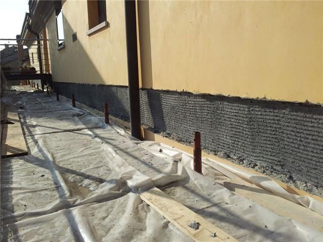 Rinforzo edificio danneggiato dal sisma con cerchiatura di tessuto PBO: Rinforzo edificio in Concordia s/Secchia (MO) danneggiato dal terremoto del 2012.