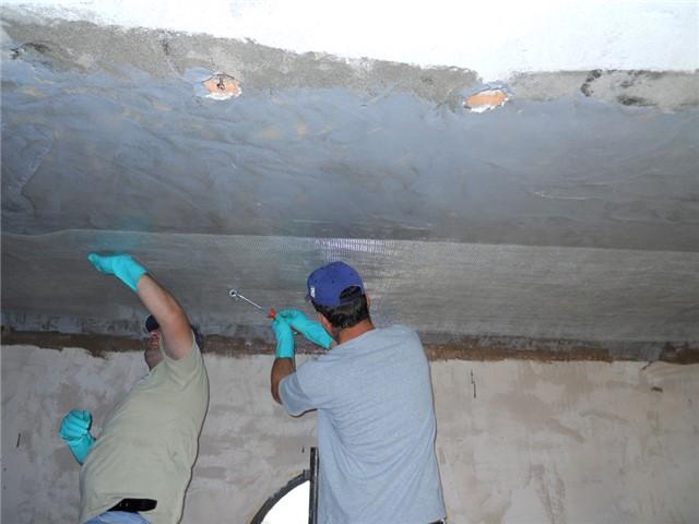Consolidamento in intradosso di solaio, con tessuti in fibra di aramide applicata con resina epossidica