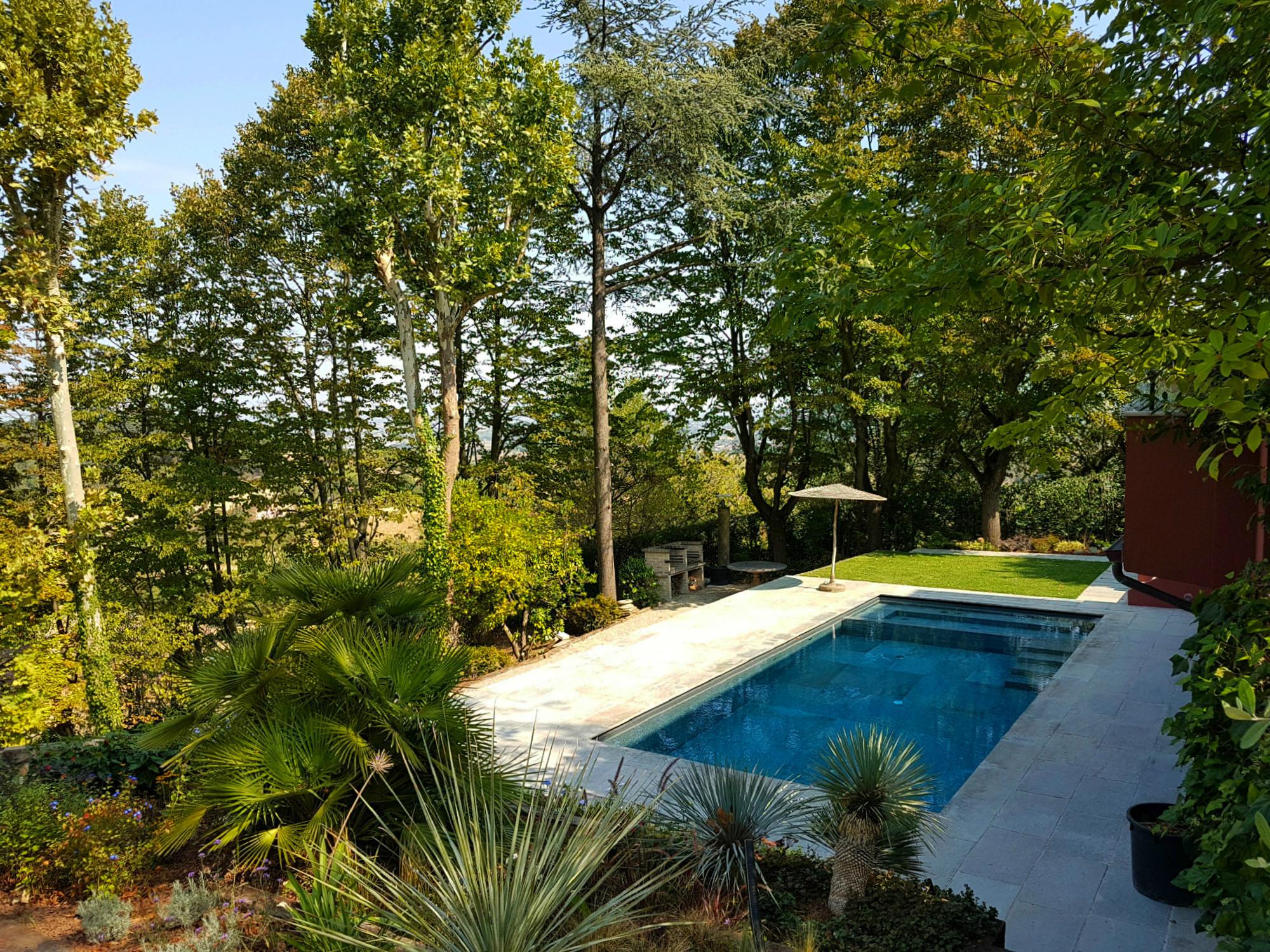 ITON SRL esegue la preparazione e costruzione sede piscina in una villa