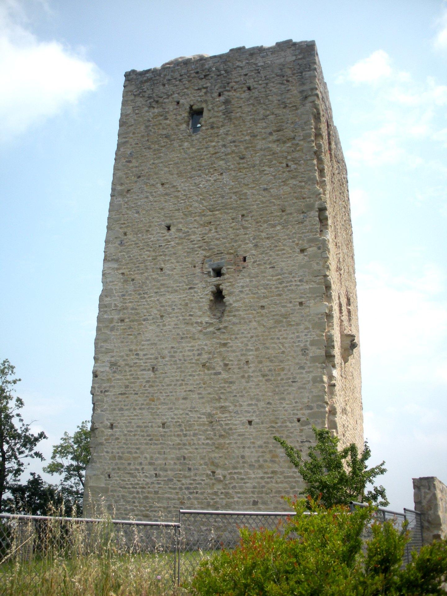 Restauro e consolidamento della torre medievale di Rossenella nel comune di Canossa (RE) - ITON SRL