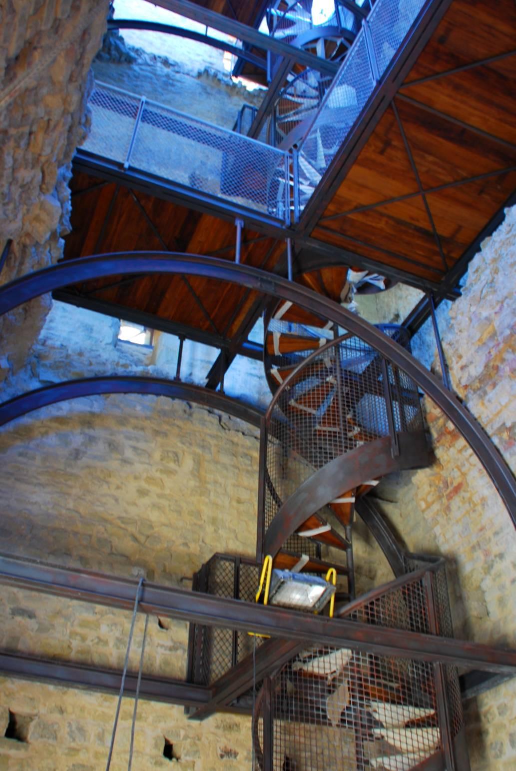 Restauro e consolidamento di una torre medievale, rifacimento di nuovo accesso alla copertura e realizzazione scala a chiocciola - ITON SRL