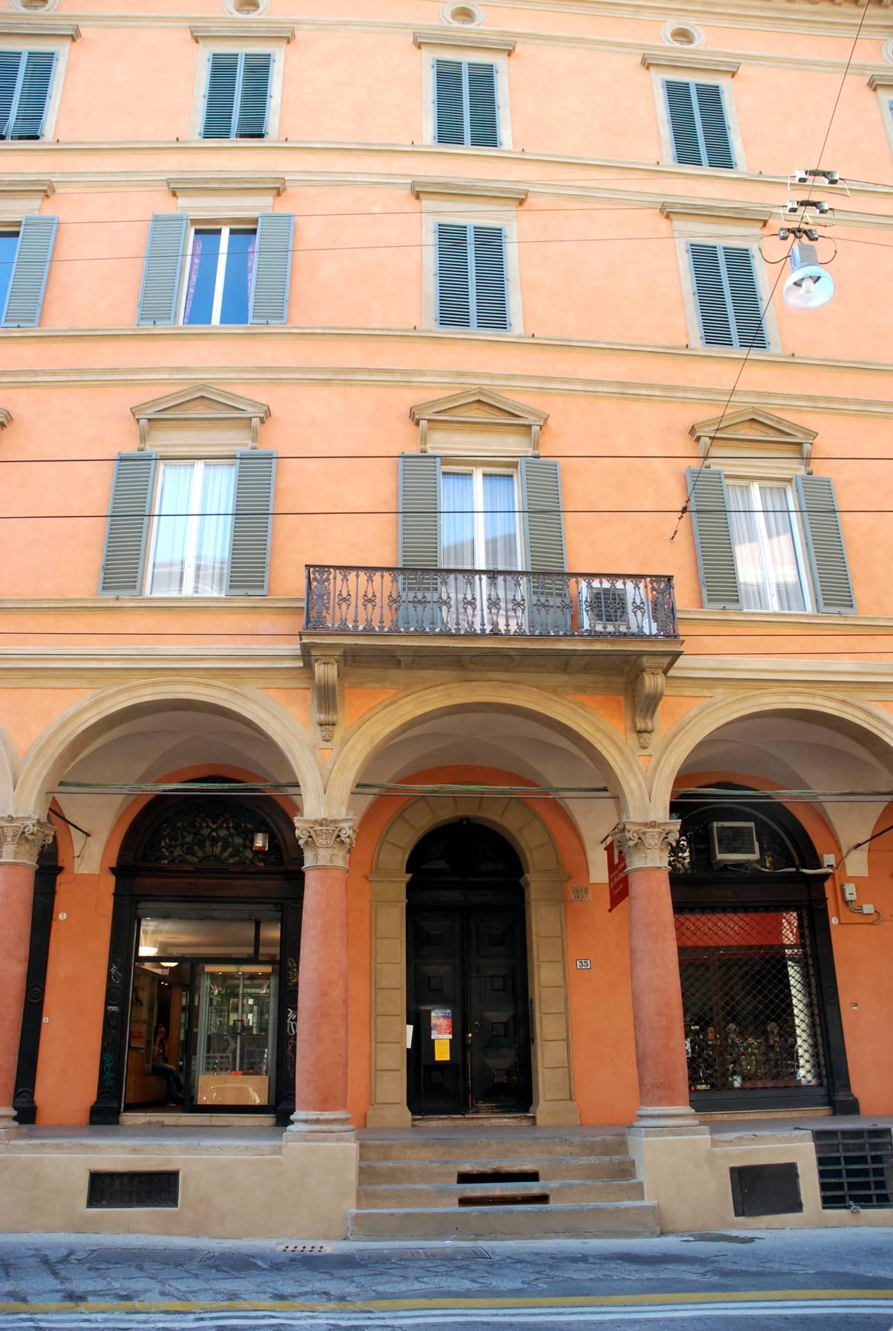 Consolidamento delle colonne e restauro della facciata di Palazzo Macchiavelli nel centro storico di Bologna - ITON SRL