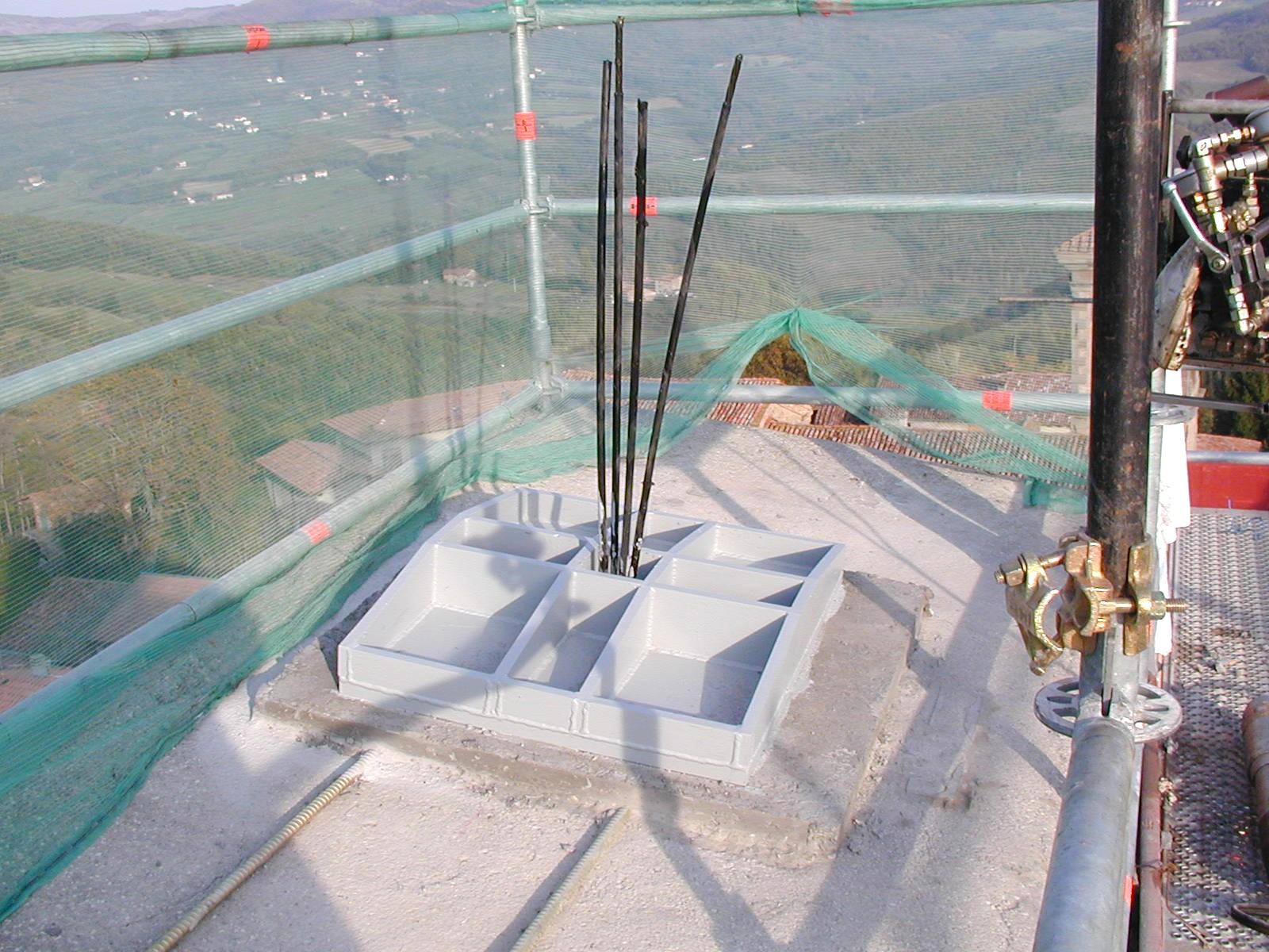 Tirantatura con cavi di acciaio per il consolidamento di una torre medievale - ITON SRL