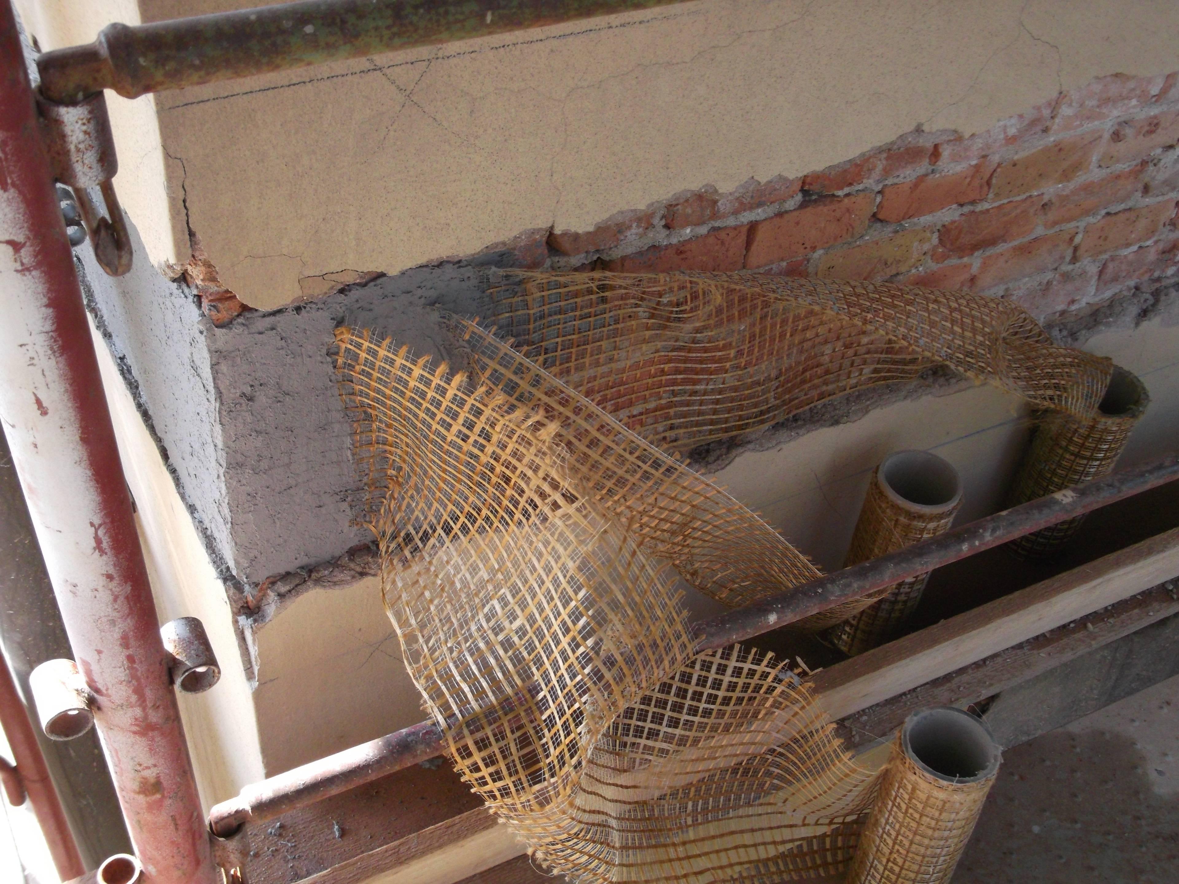 Rinforzo edificio lesionato dal sisma con tessuto in PBO a completa cerchiatura del fabbricato - ITON SRL