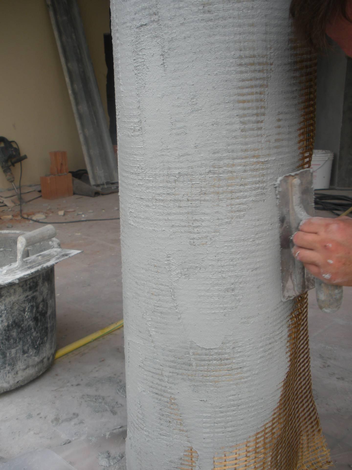 Consolidamento di colonna in cemento armato tramite fasciatura con tessuto in pbo - ITON SRL