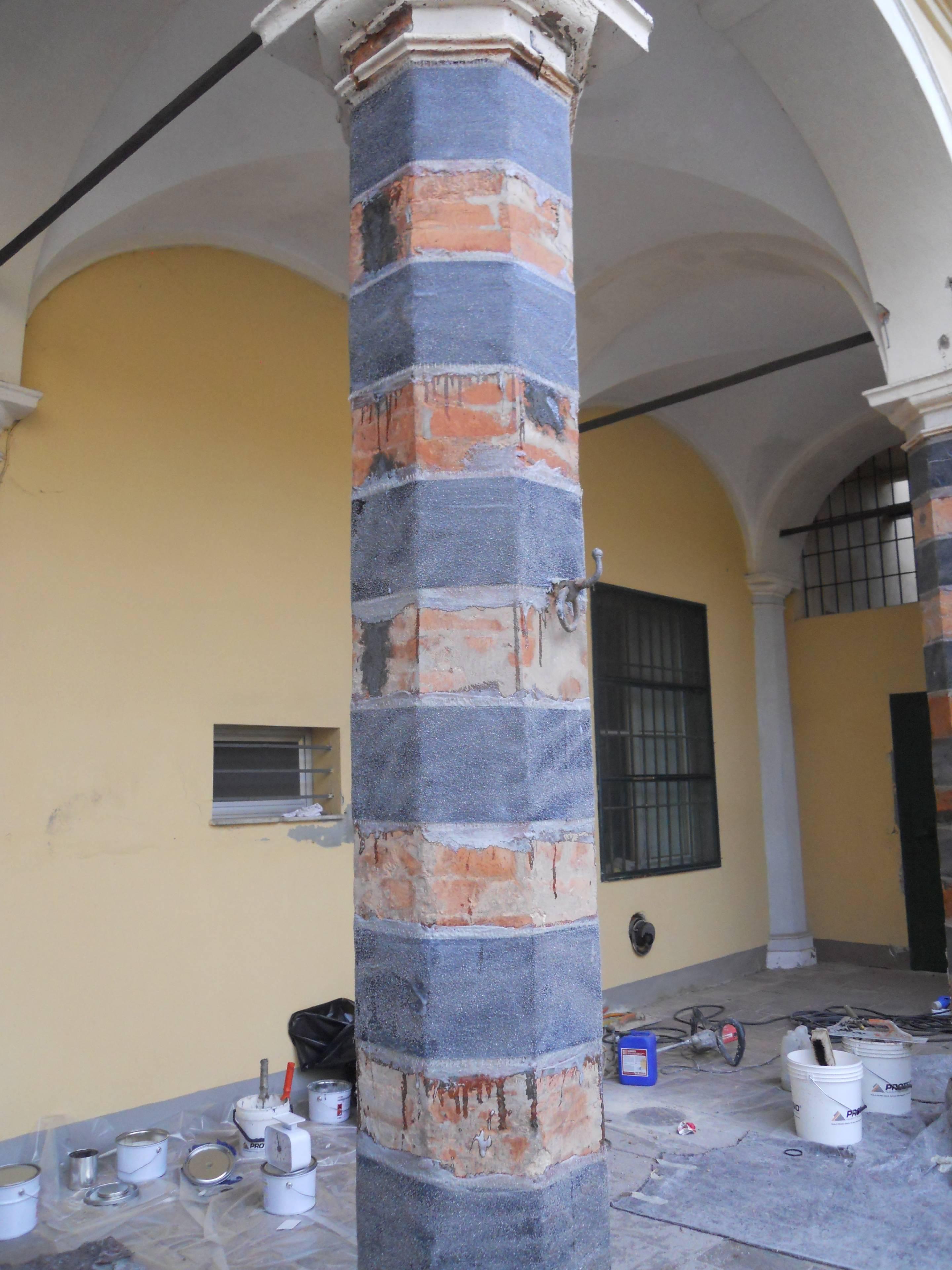 Consolidamento colonna in mattoni mediante fasciatura alternata di tessuto in fibra di carbonio - ITON SRL