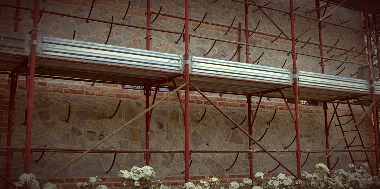 Iniezione in muratura, particolare dei tubi iniettori per l'iniezione di murature in sasso - ITON SRL