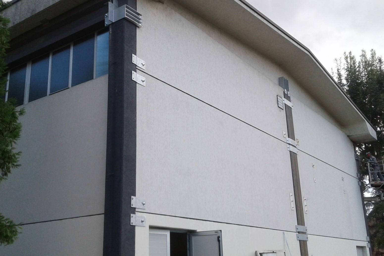 Vincolo trave pilastro e collegamenti anti ribaltamento dei pannelli esterni - ITON SRL