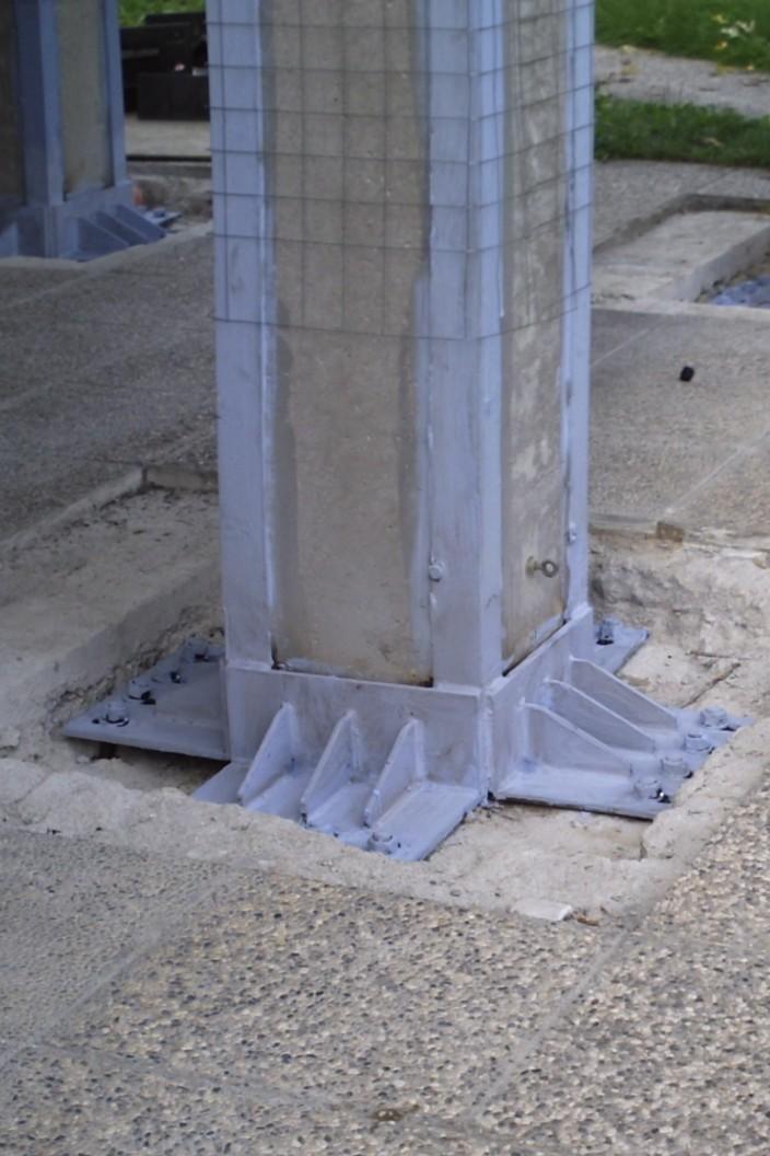 Collegamento alla fondazione del rinforzo del pilastro, con elementi metallici e barre filettate inghisate con resina - ITON SRL