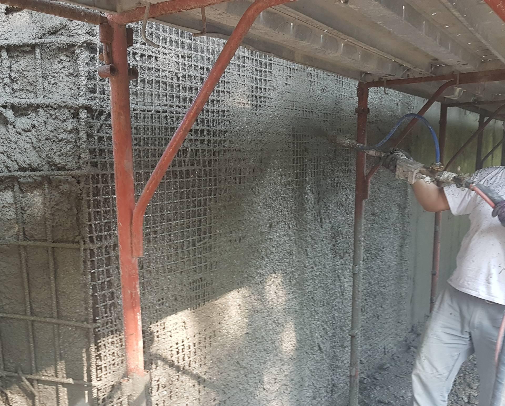 Ricostruzione volumetrica e rinforzo con malta strutturale applicata con pompante in una pila di un ponte - ITON SRL