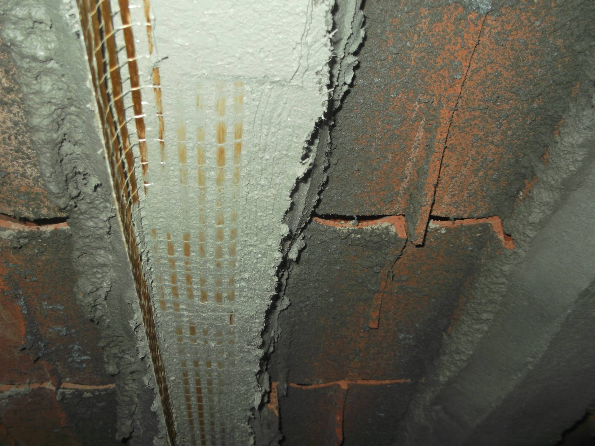 Particolare dei travetti di un solaio sfondellato, in fase di ricostruzione e consolidamento con fibre in PBO - ITON SRL