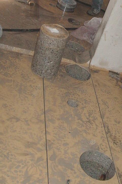 Carote estratte: Estraendo la carota di cemento, il foro rimane perfettamente sagomato.